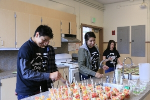 MIKE Mentor helps students with healthy snacks